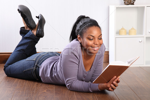 Güzel kız zemin okuma kitap güzel genç Stok fotoğraf © darrinhenry