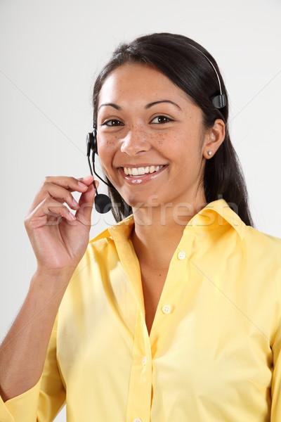Buena servicio al cliente sonriendo recepcionista auricular teléfono Foto stock © darrinhenry