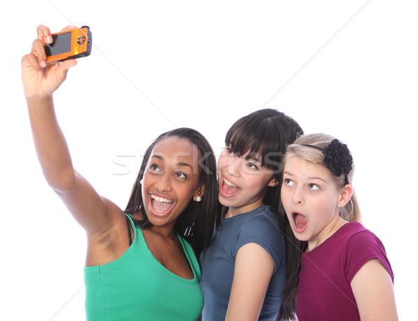 Drie tienermeisje vrienden leuk digitale camera digitale Stockfoto © darrinhenry