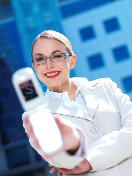 ストックフォト: 作業 · 屋外 · 美しい · ビジネス女性 · 電話 · 現代建築