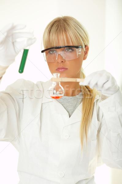Vrouwelijke lab werknemer testen vrouwen bril Stockfoto © dash
