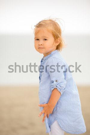 Kicsi szőke lány játszik tengerpart csinos Stock fotó © dash