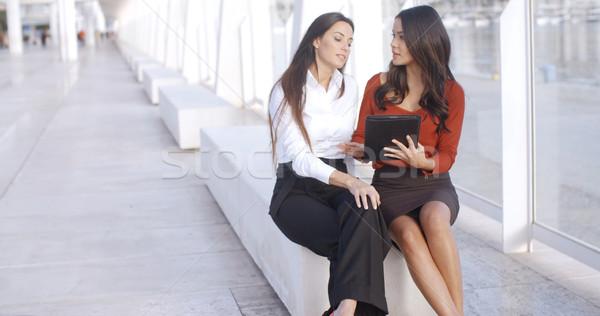 Dos ciudad mujeres informal reunión Foto stock © dash