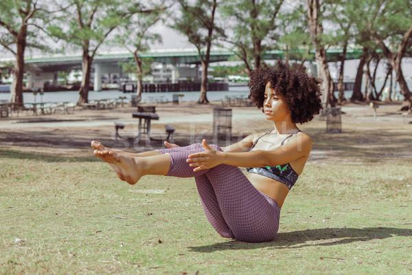 Nina abdomen músculos pradera mujer negro Foto stock © dash