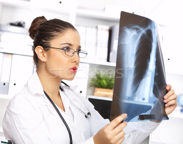 Női orvos műtét portré megvizsgál röntgen Stock fotó © dash