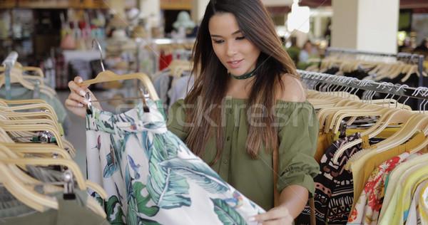 Elegante mujer compras solo jóvenes elegante Foto stock © dash