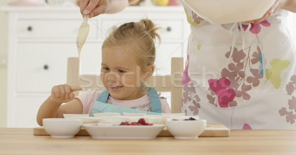 笑い 少女 マフィン カップ 親 エプロン ストックフォト © dash