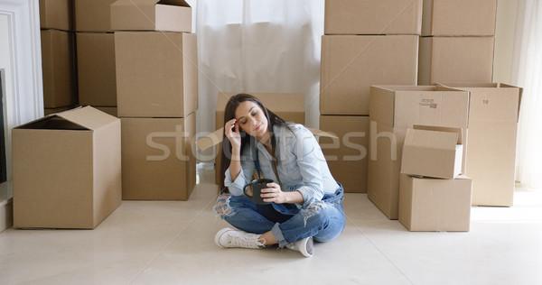 Fáradt fiatal nő elvesz törik költözés ül Stock fotó © dash