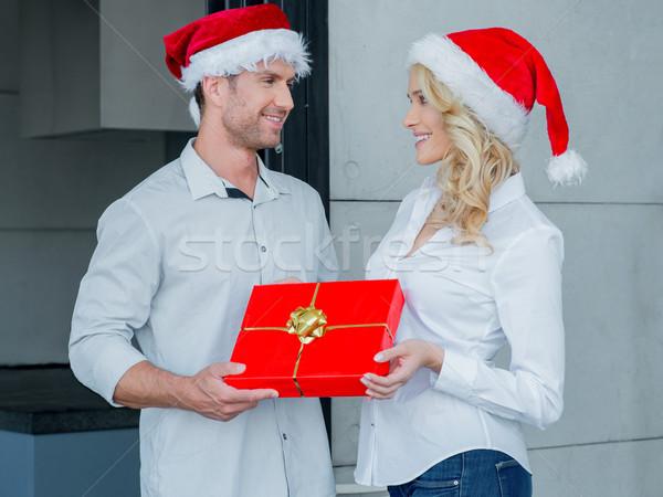 ストックフォト: きれいな女性 · 夫 · クリスマス · ギフト · 美人 · カラフル