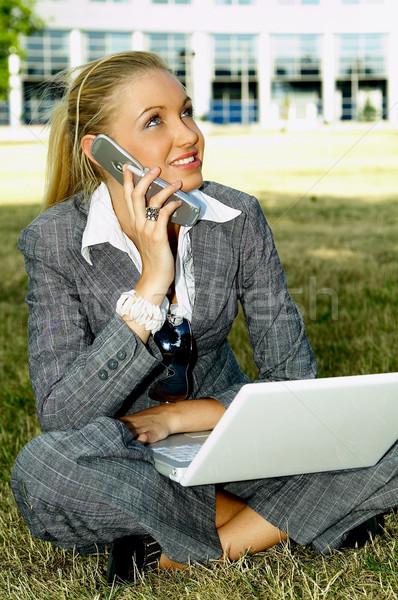 Iş açık havada iş kadını çalışma çim dizüstü bilgisayar Stok fotoğraf © dash