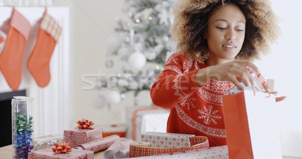 かなり 若い女性 ラッピング クリスマス プレゼント 座って ストックフォト © dash