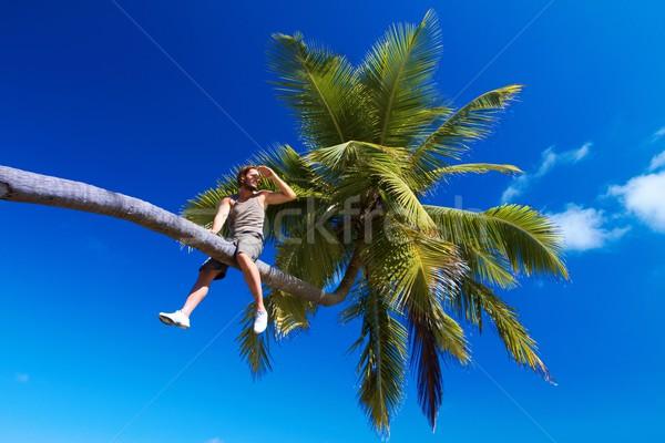 Homem palma homem bonito sessão palmeira água Foto stock © dash