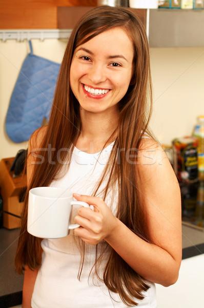 Konyha fiatal gyönyörű nő csésze tea nő Stock fotó © dash