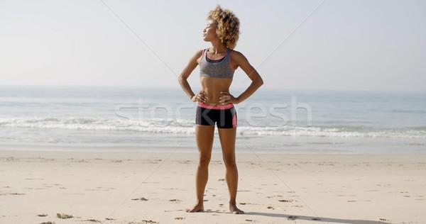 Ragazza spiaggia stile di vita donna nera indossare Foto d'archivio © dash