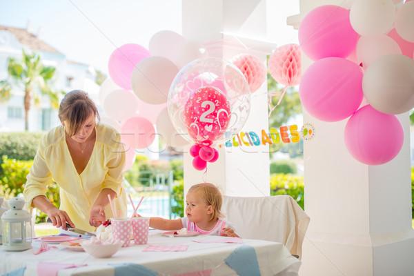 Stok fotoğraf: Açık · doğum · günü · partisi · küçük · sevimli · kız · anne