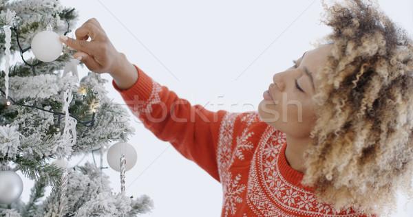 Atractivo África mujer navidad árbol blanco Foto stock © dash