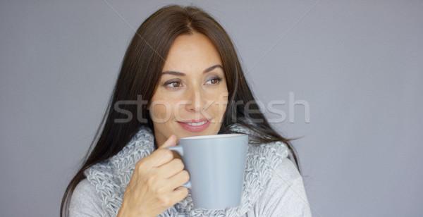 Bella bruna donna Cup bevanda calda dai capelli lunghi Foto d'archivio © dash