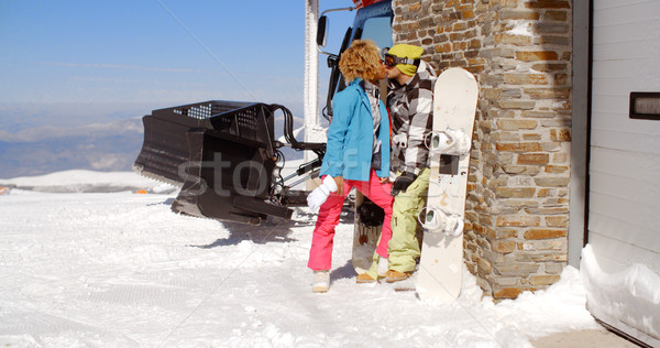 Pareja besar detrás esquí Resort garaje Foto stock © dash