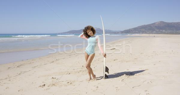 Női pózol tengerpart szörfdeszka fiatal visel Stock fotó © dash