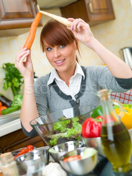 Stok fotoğraf: Kadın · mutfak · güzel · bir · kadın · sebze · salata · kız