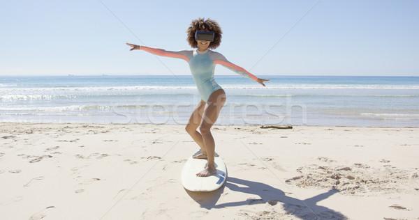 Kobiet faktyczny rzeczywistość okulary plaży Zdjęcia stock © dash
