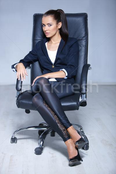 Portre güzel iş kadını oturma sandalye gözlük Stok fotoğraf © dash