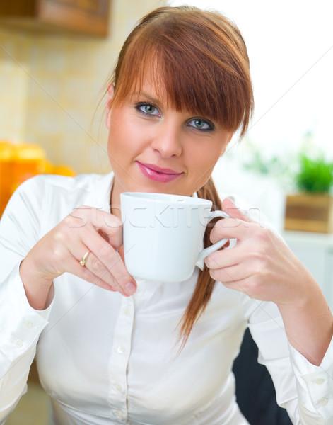 Foto stock: Mulher · cozinha · bela · mulher · copo · potável · café
