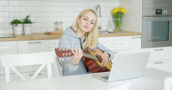 Kadın gitarist ev genç kız gitar Stok fotoğraf © dash