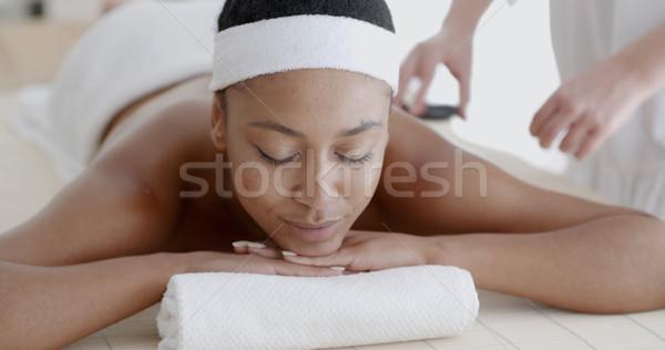 Nő megnyugtató gyógyfürdő forró kő kezelés Stock fotó © dash