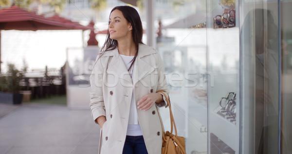 Mosolyog elegáns nő sétál múlt bolt Stock fotó © dash