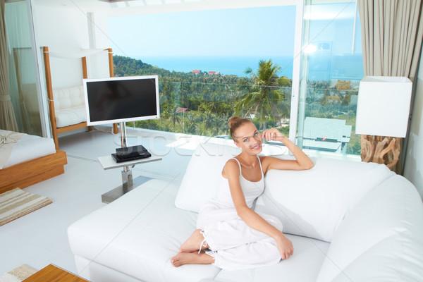 Zdjęcia stock: Luksusowe · tropikalnych · życia · piękna · kobieta · biały · sofa