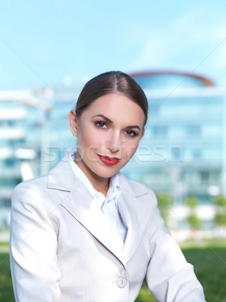 Werken outdoor mooie zakenvrouw vergadering gras Stockfoto © dash