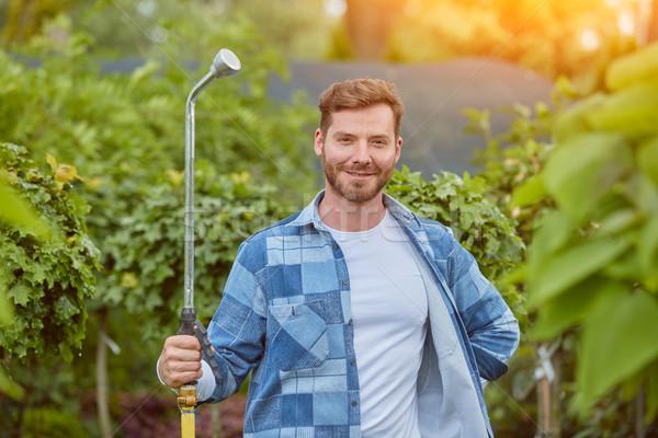 Jardinero plantas hombre pie primavera Foto stock © dash