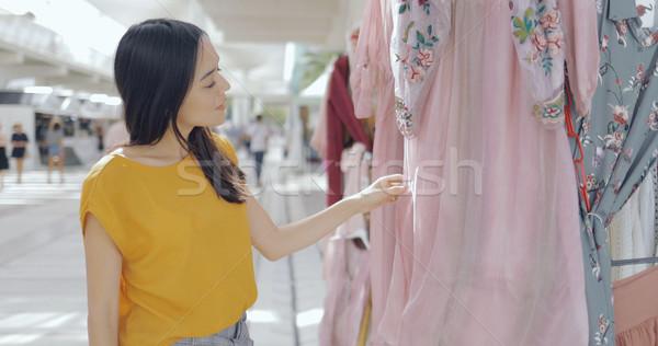 Meisje kleding mall mooie jonge vrouw Stockfoto © dash