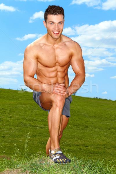 Di bell'aspetto ragazzo riposo allenamento outdoor cielo Foto d'archivio © dash