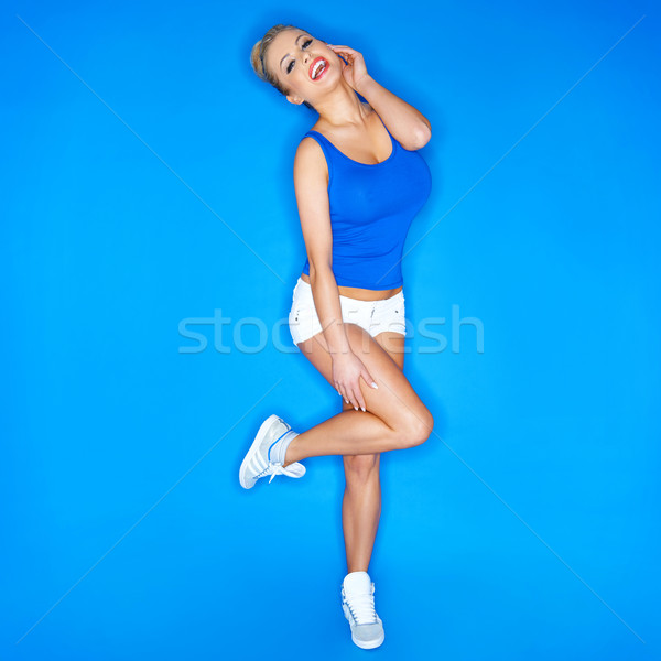Mutlu genç kadın tuval ayakkabı mavi Stok fotoğraf © dash