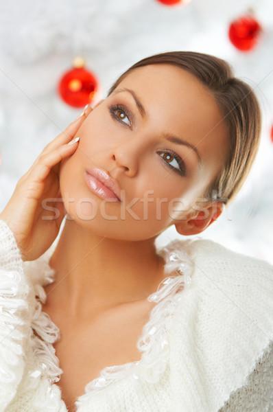 Gyönyörű karácsony évek gyönyörű nő karácsonyfa fehér Stock fotó © dash