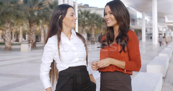 2 シック 若い女性 立って 一緒に ストックフォト © dash