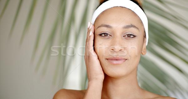 Femme maquillage toucher visage portrait Photo stock © dash