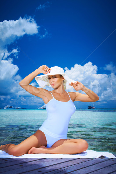 Kadın Maldivler güzel bir kadın su gökyüzü Stok fotoğraf © dash