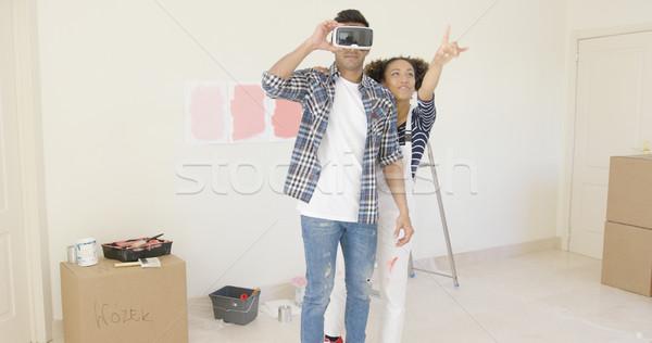 Adam sanal gerçeklik gözlük yardım eş Stok fotoğraf © dash