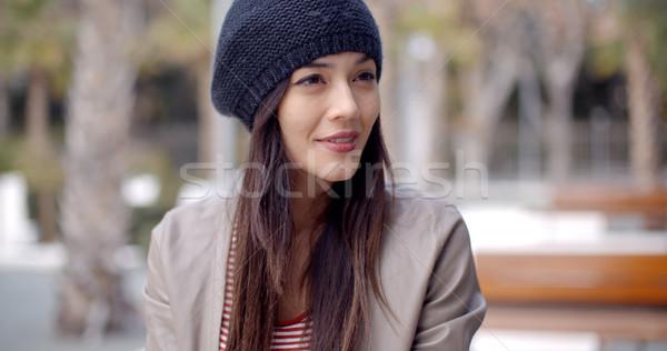 Cute uśmiechnięty młoda kobieta trykotowy hat dorosły Zdjęcia stock © dash