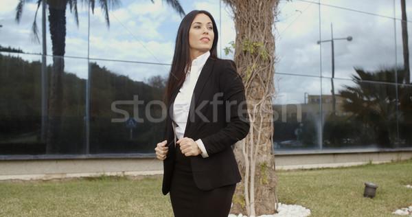 нетерпеливый деловая женщина ждет клиент Постоянный за пределами Сток-фото © dash