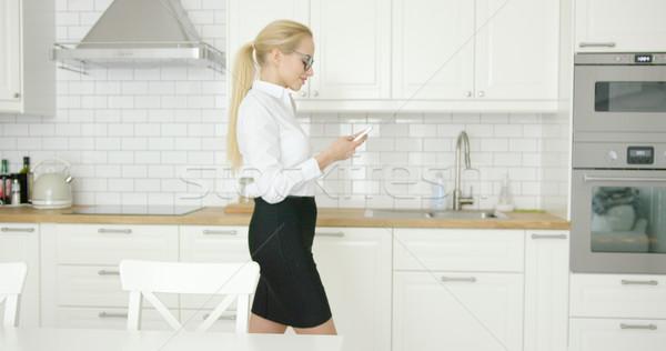 Sikeres hivatalos női telefon oldalnézet fiatal Stock fotó © dash