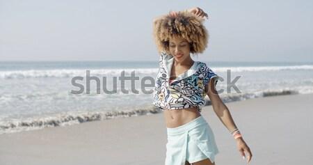 Női szörfdeszka pózol tengerpart fiatal visel Stock fotó © dash