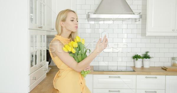 Meisje boeket jonge vrouw romantische Stockfoto © dash