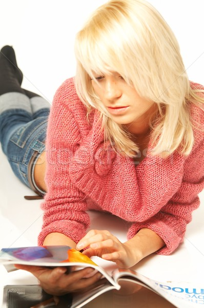 Mujeres lectura revista jóvenes bastante color Foto stock © dash