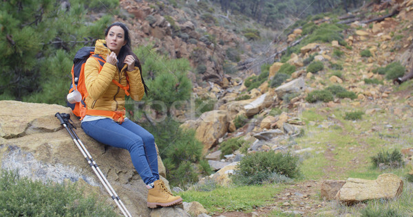 Jonge backpacker ontspannen genieten jonge vrouw Stockfoto © dash
