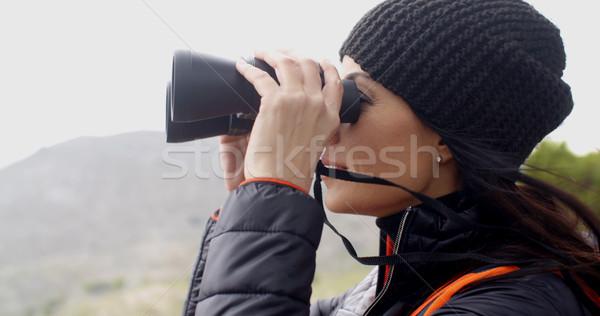 Mutlu gülümseyen kadın puslu yürüyüş dağlar Stok fotoğraf © dash
