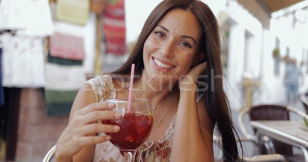 Stockfoto: Glimlachende · vrouw · poseren · drinken · cafe · portret · verrukkelijk